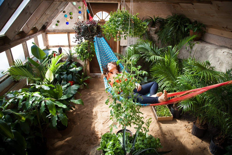 vivre en earthship maison ecologique serre