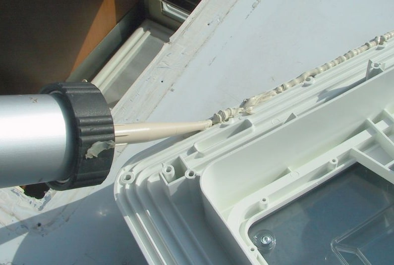 mastic:colle polyuréthane pour l'étanchéité lanterneau
