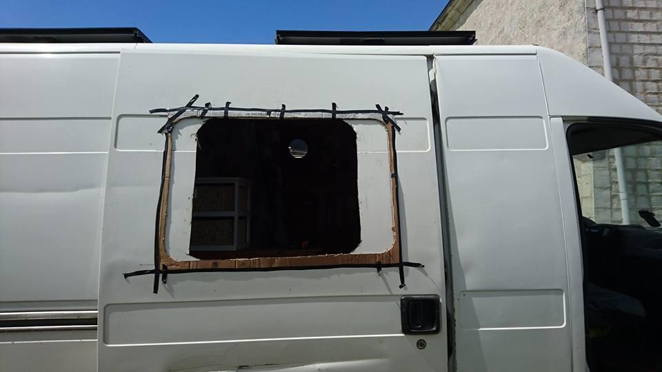 percer une fenêtre sur un fourgon