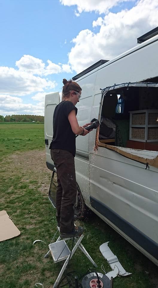 Percer une feneetre sur une camionnette seul