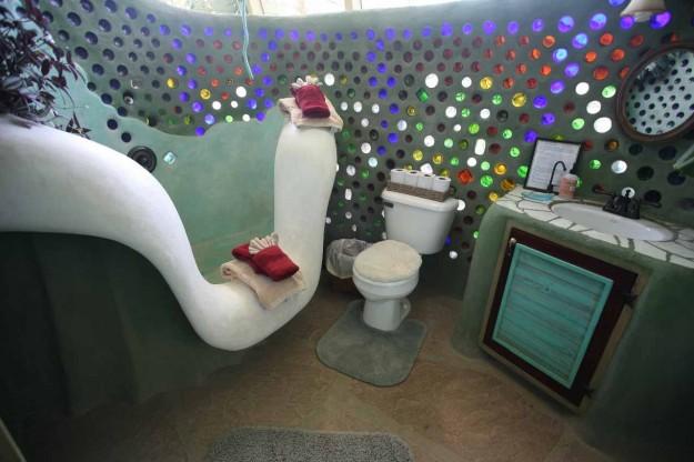 vivre en earthship salle de bain