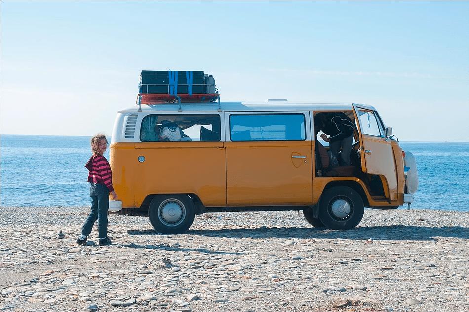 Une famille nomade à la rencontre des communautés autonomes