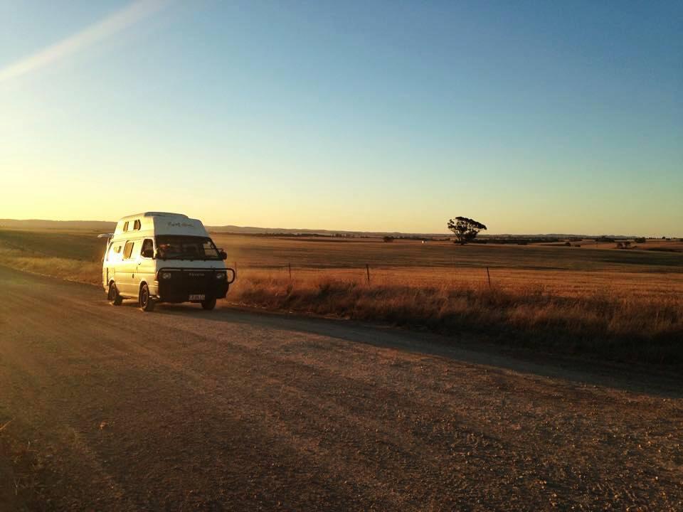 administration et camping-car van aménagé