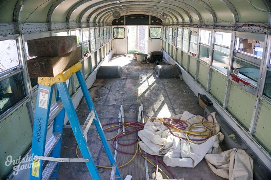 bus scolaire intérieur travaux