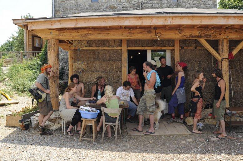 écovillage en France hameau des buis