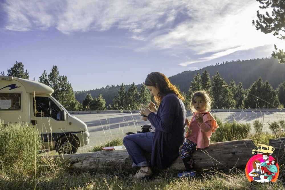 famille en camping car