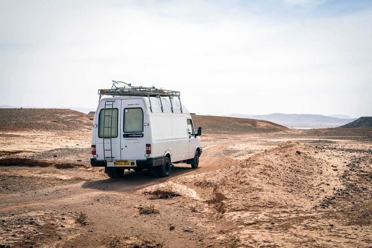 camionnette aménagée désert