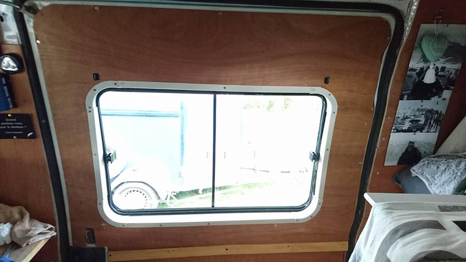 Installer une fenêtre sur un fourgon