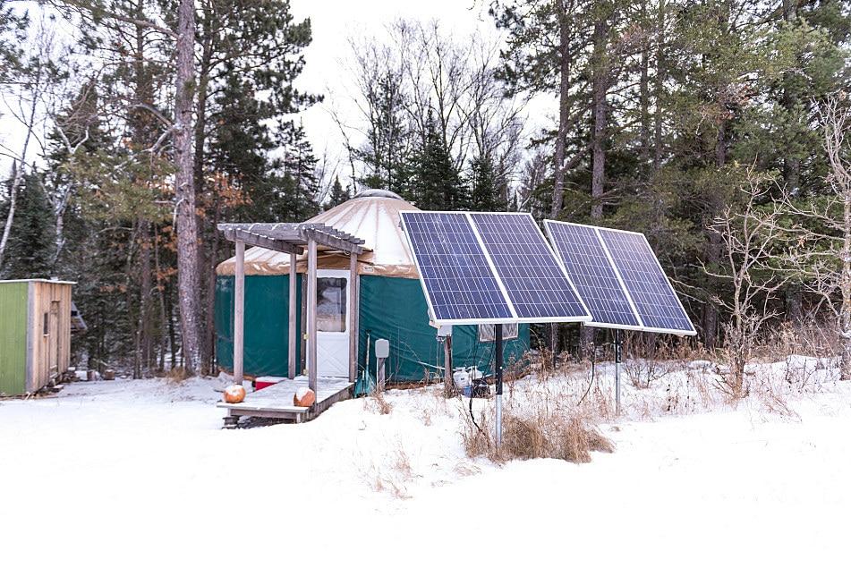 panneaux solaires vivre en yourte toute l'année