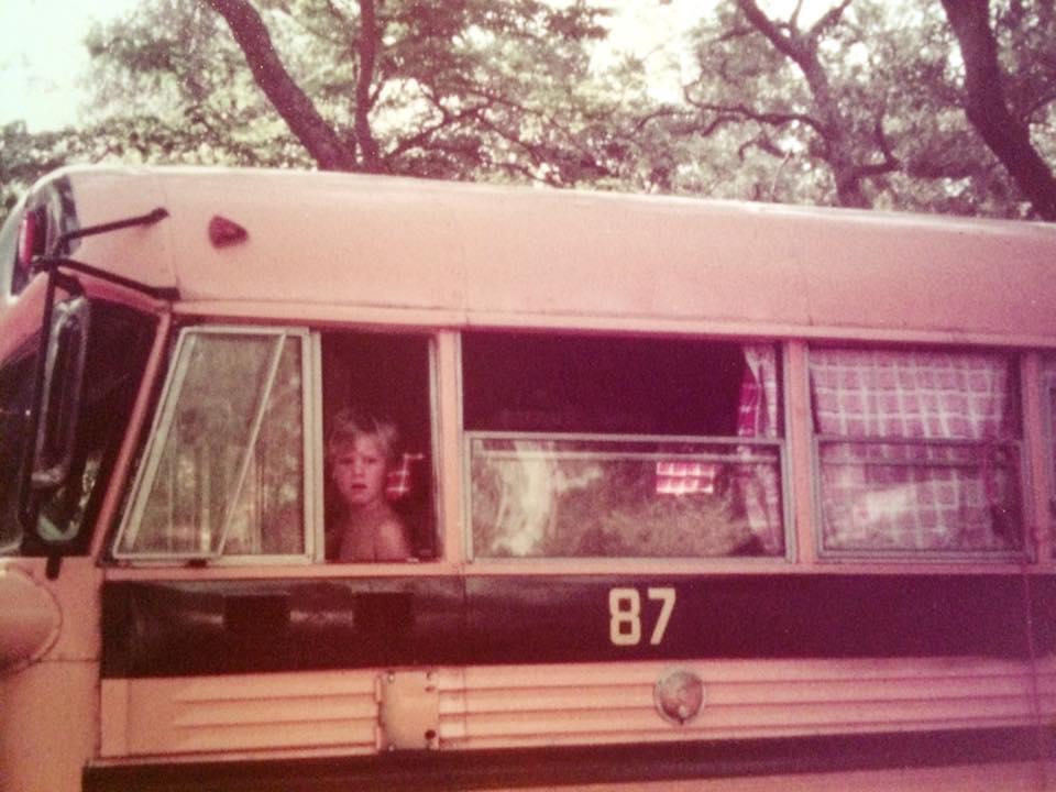 famille nomade en bus scolaire