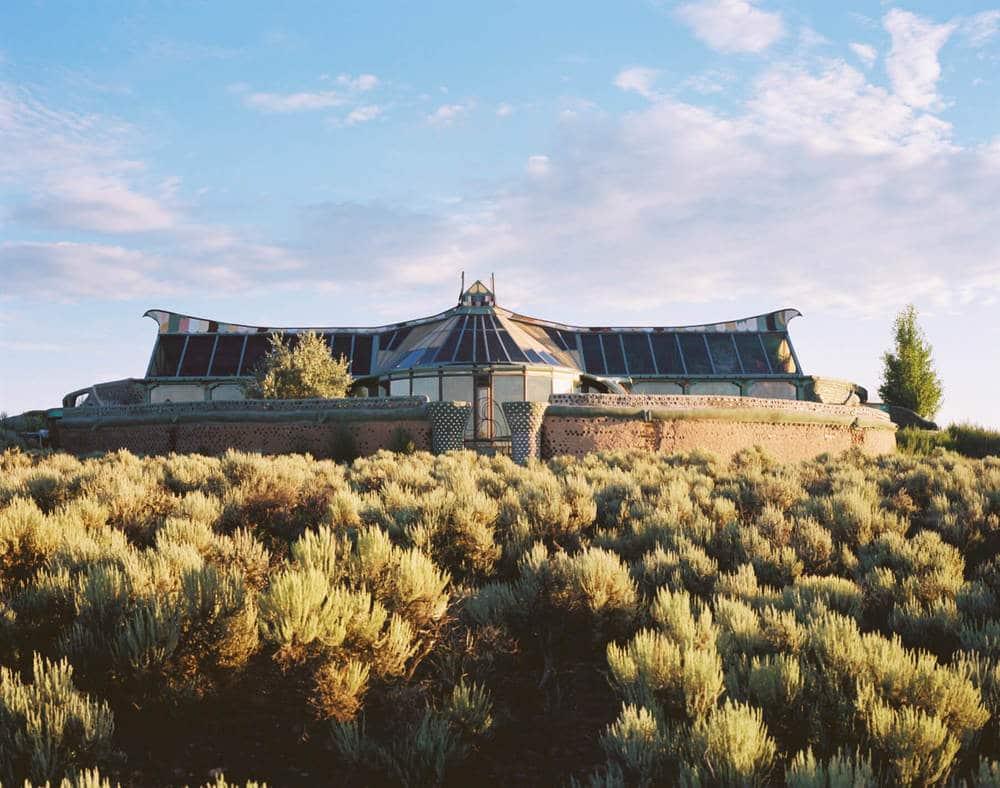 5 raisons de vivre en earthship, la maison écologique et autonome