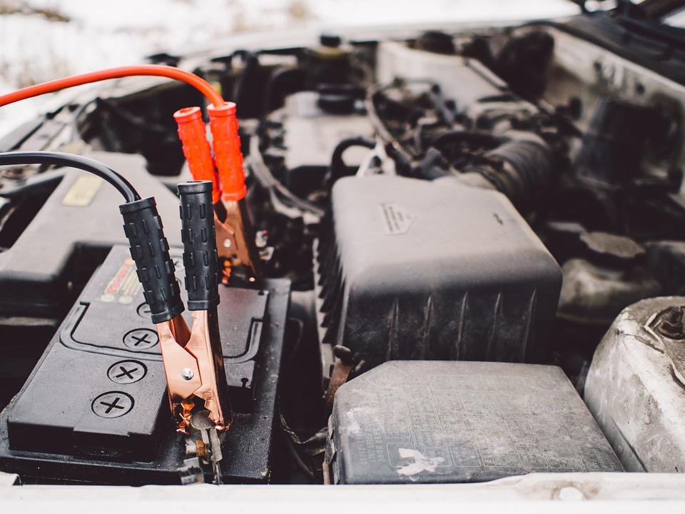 Installer une deuxième batterie qui se charge en roulant : la batterie auxiliaire