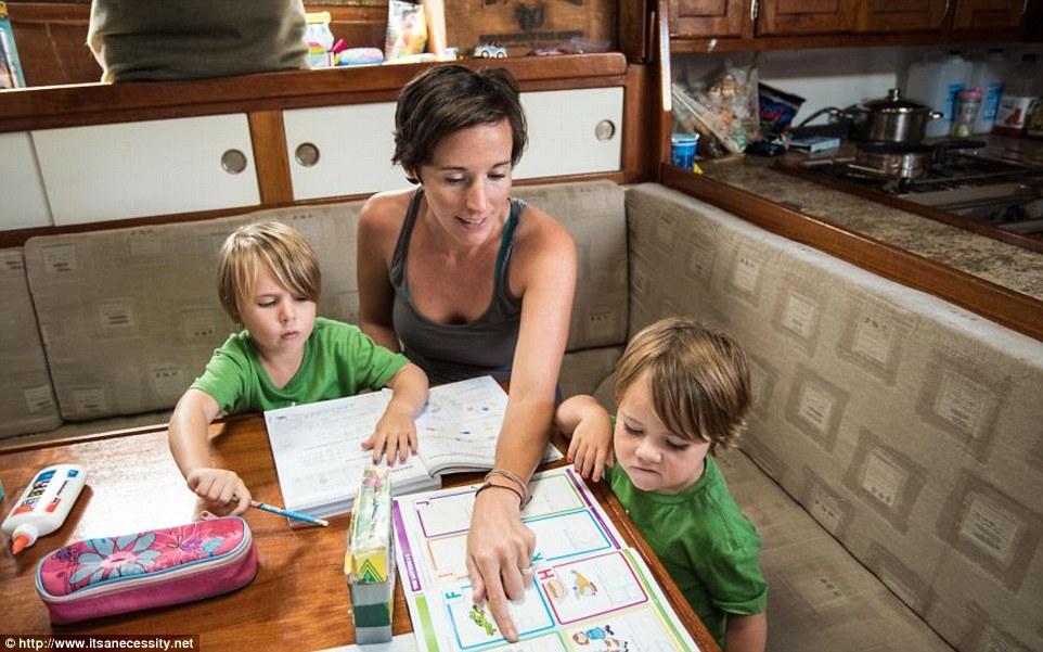 grandir sur un voilier école à la maison