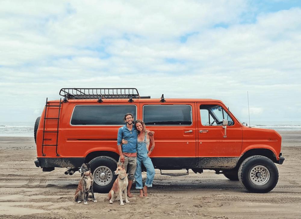 Vivre avec un chien dans un van