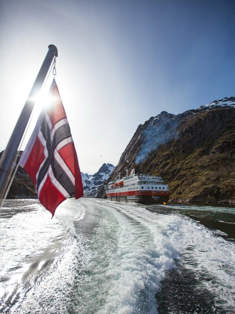 hurtigruten express cotier trollfjord