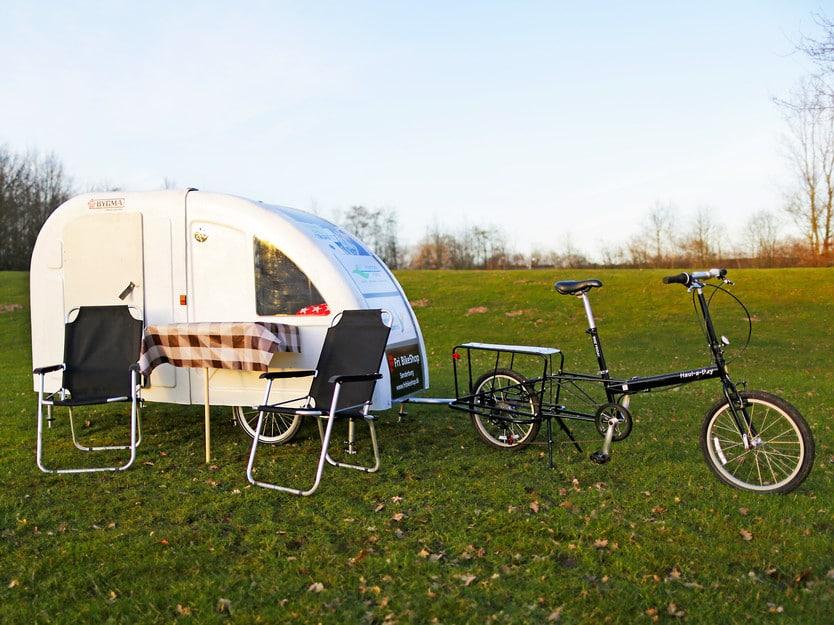 Cyclotourisme pour voyager autrement : la caravane tractée par un vélo