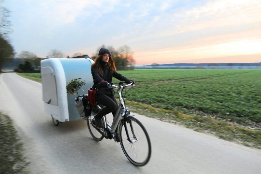 wide path camper caravane tractée par un vélo