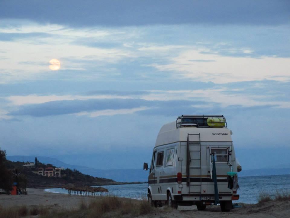 Nomade à plein temps depuis 4 ans, il parcourt les routes du monde en van