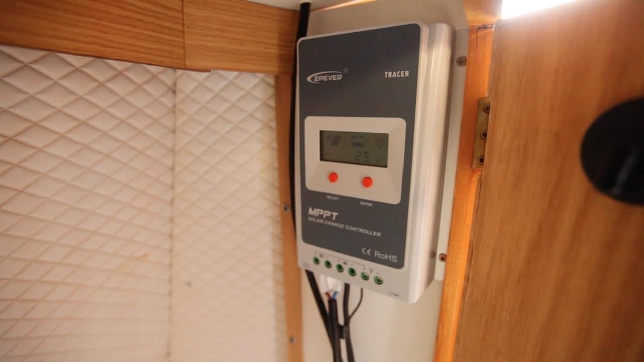 branchements régulateur MPPT installation des panneaux solaires